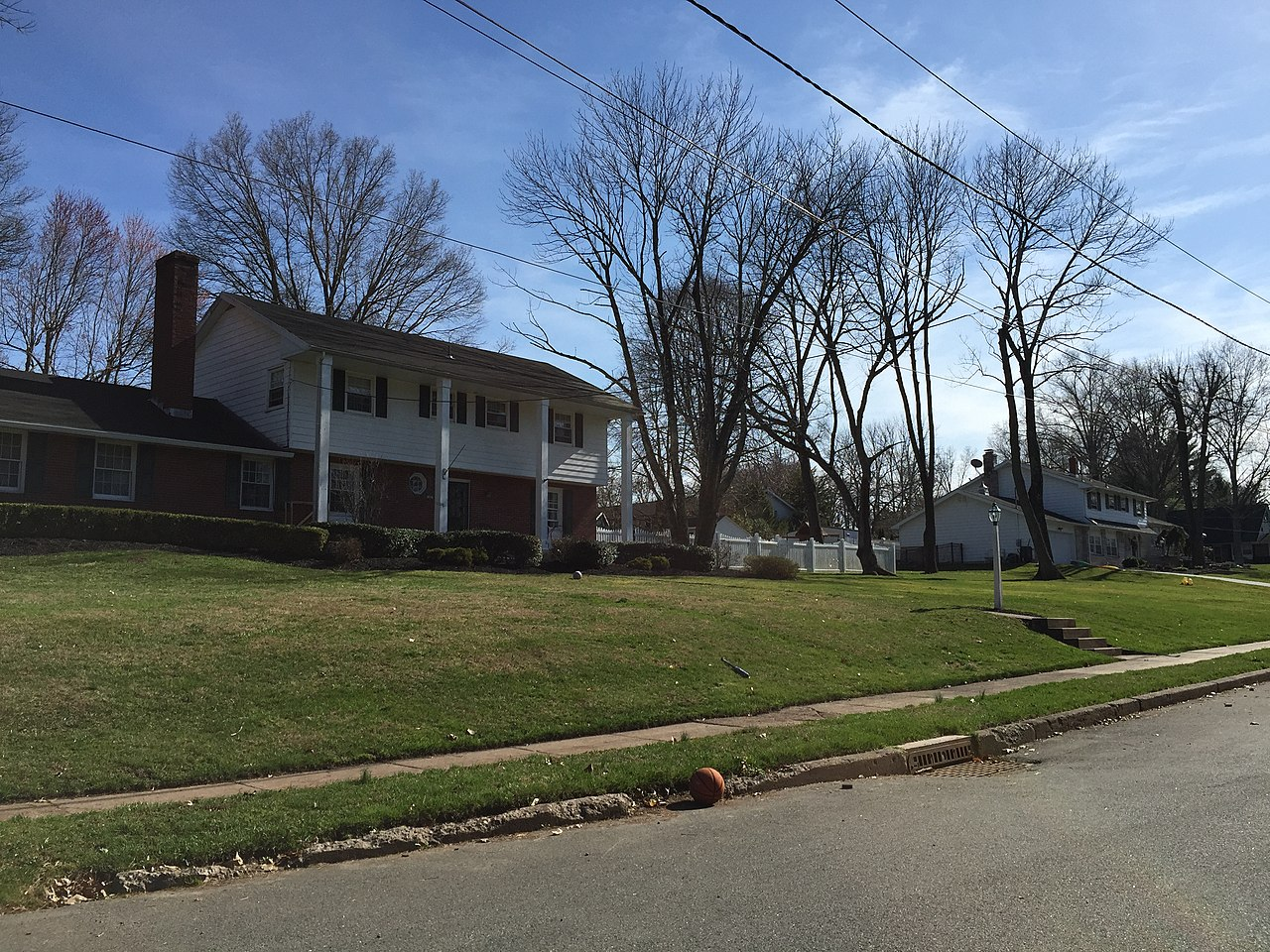 File20150412 16 16 53 Homes Along Windybush Way In The