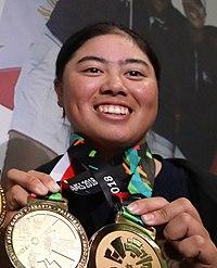 2018年アジア競技大会で金メダルを掲げる笹生優花