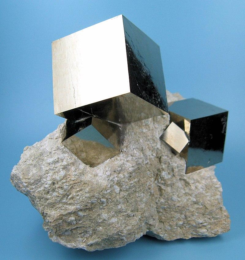 Minéraux et pierres précieuses - Page 23 800px-2780M-pyrite1