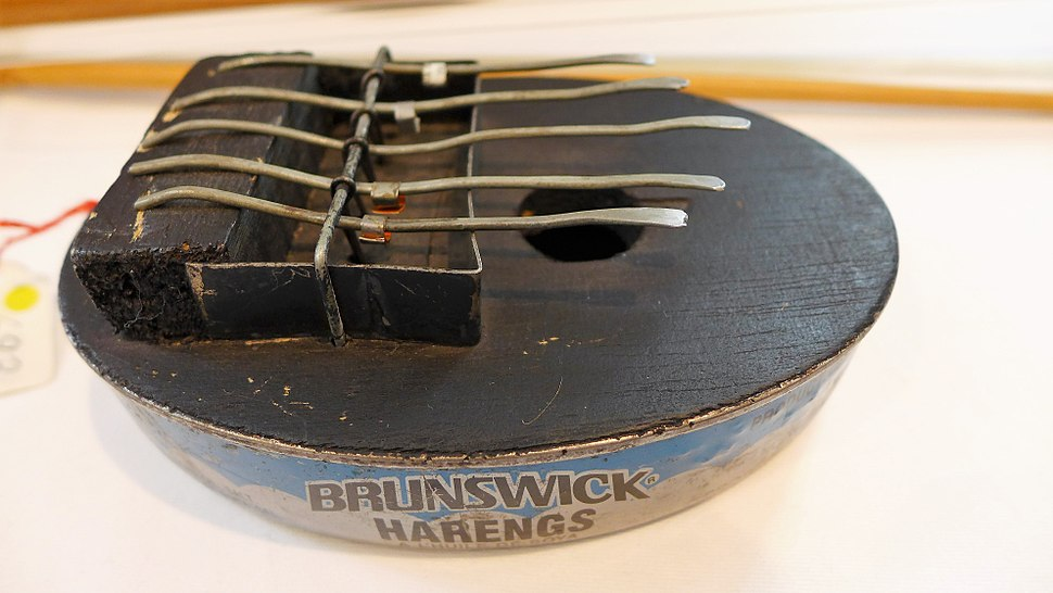 African music instrument made from a can 01