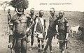 Afrique-Chef Kikouyou en tenue de guerre.jpg