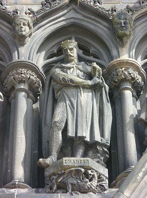 Alexander III statue, West door of St. Giles, Edinburgh.jpg