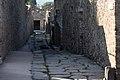 Alley in Pompeii, 2016 (28357653493).jpg