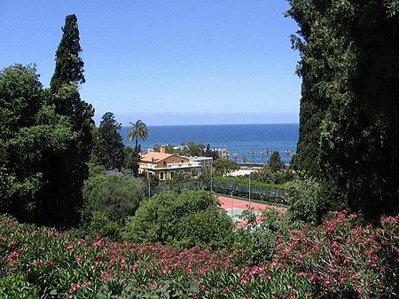 جانب من حديقة الجامعة الأميركية في بيروت.
