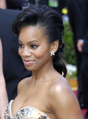 Actress Anika Noni Rose at the 2010 Academy Awards