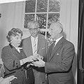 Anne Frank Huis geopend Miep en haar echtgenoot en Annes vader, Bestanddeelnr 912-4315.jpg