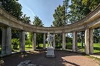 Apollo Colonnade in Pavlovsk Park 02.jpg