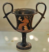 Apulian red-figure Kantharos by the Paidagogos Group Antikensammlung Kiel B 563 (2).jpg