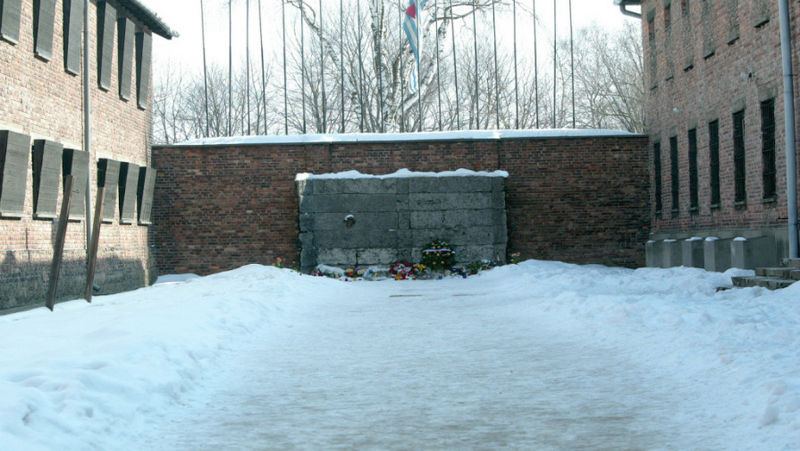 File:Auschwitz Death wall 1.5.jpg