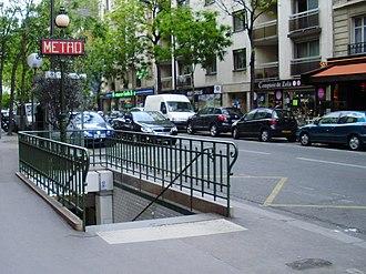 Avenue Émile Zola (Paris Métro) - Image: Avenue Émile Zola métro 01