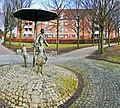Bürger im Park (Brunnenanlage von N.J.Frielinghaus 1985) - panoramio.jpg
