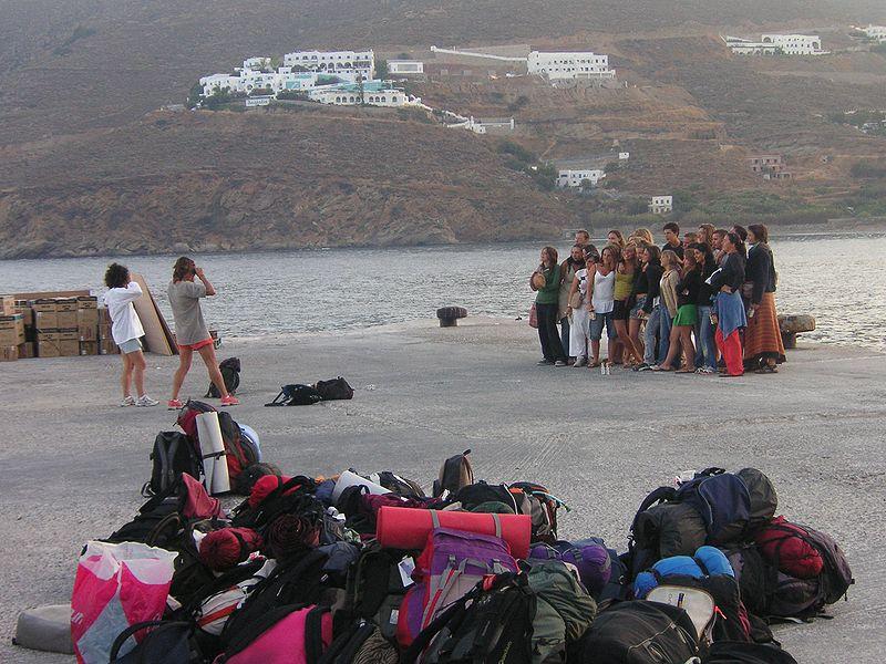 Rucksackreisende auf Amorgos - wikimedia: KF