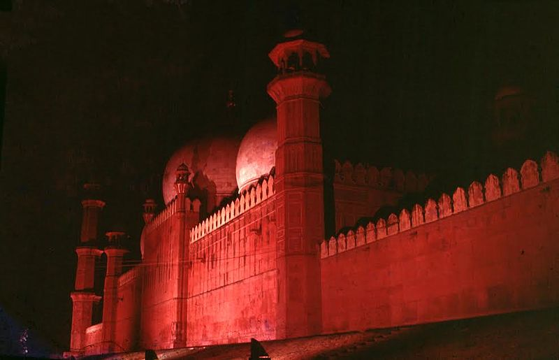 File:Badshahi mosque at night.jpg - Wikimedia Commons
