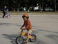 Bicicleta de entrenamiento sin pedales