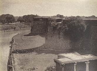 Bangalore - Bangalore Fort in 1860 showing fortifications and barracks. The fort was originally built by Kempe Gowda I as a mud fort in 1537.