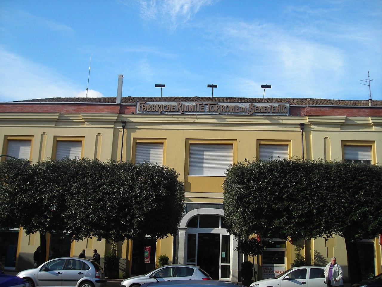 Questa immagine ha l'attributo alt vuoto; il nome del file è 1280px-Benevento-Fabbriche_Riunite_Torrone.jpg