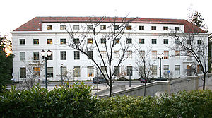 UC Berkeley School of Optometry - Westward view of the east side of Ralph S. Minor Hall, School of Optometry, University of California, Berkeley. Built in 1941, the top two floors were added in 1992-93 to provide modern office and laboratory facilities.