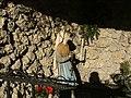 Bernadette in der Lourdesgrotte - panoramio.jpg