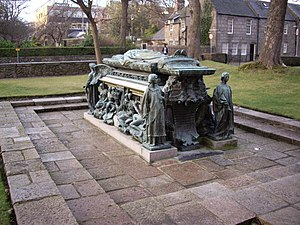 William Elphinstone - Bishop Elphinstone's tomb by Henry Wilson outside Kings College Chapel, Old Aberdeen