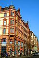Blick vom Eckhaus Leinstraße 25 entlang der denkmalgeschützten Gebäude in der Karmarschstraße in Hannover.jpg
