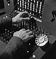 Blinde Nederlandse telefonist. Korporaal Waas, een Nederlandse soldaat in Engela, Bestanddeelnr 935-2274.jpg