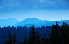 Le Blue Ridge Mountains come appaiono da lontano, con la caratteristica colorazione azzurra