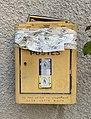 Boîte aux lettres de la rue Saint-Pierre à Beynost, hors-service.jpg