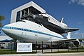 "Boeing 747-123 'N905NA' with replica Space Shuttle Orbiter ""Independence"" (25809625527).jpg"