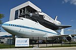 """Boeing 747-123 'N905NA' with replica Space Shuttle Orbiter """"Independence"""" (25809625527).jpg"""