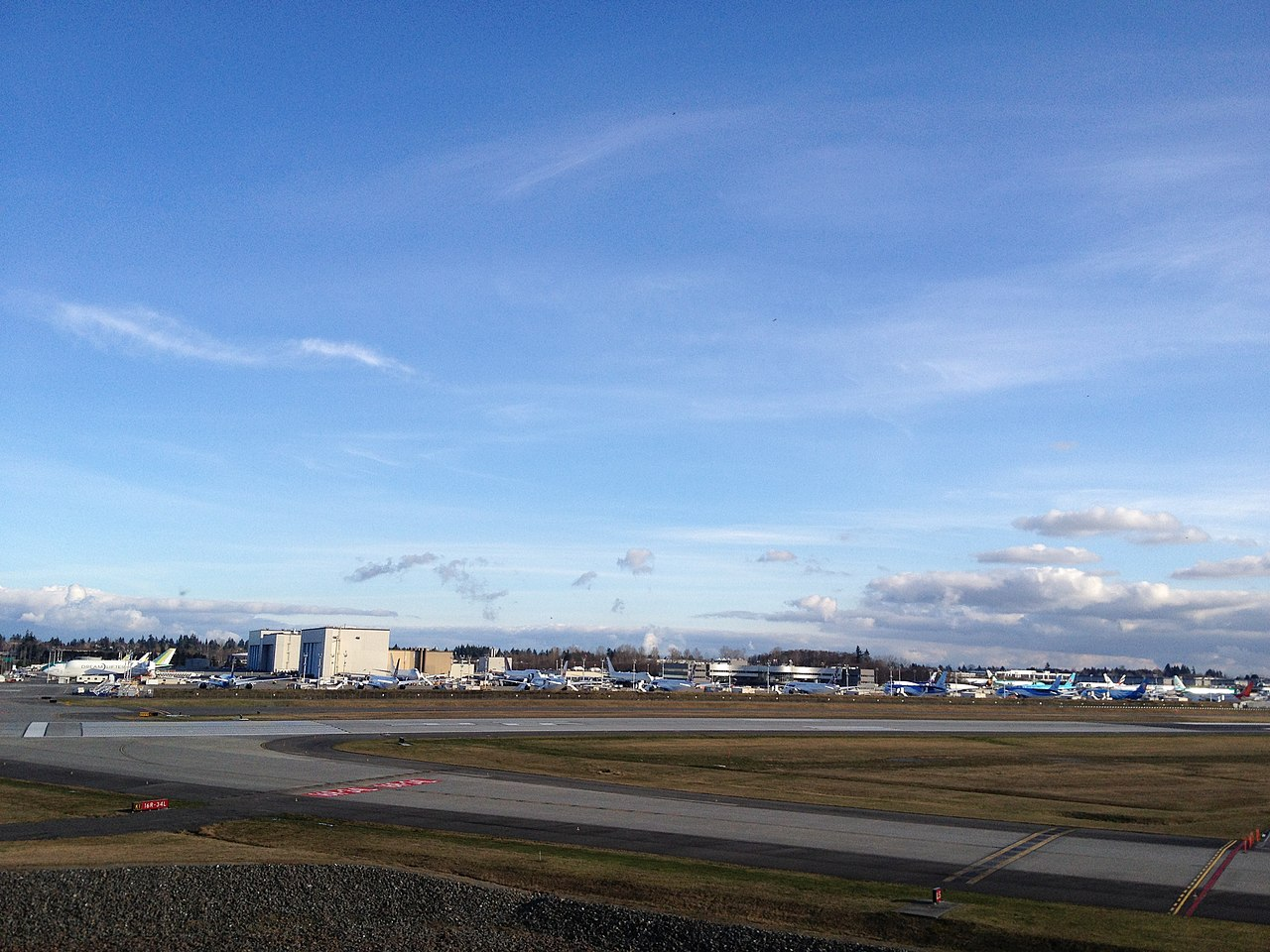 Boeing plant at Paine Field (PAE), Snohomish County, near Everett, Washington - panoramio (5).jpg