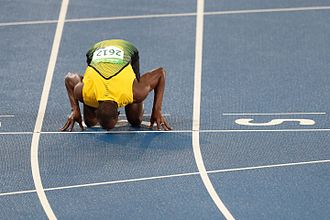 Athletics at the 2016 Summer Olympics – Men's 200 metres - Bolt kisses the finish line after winning