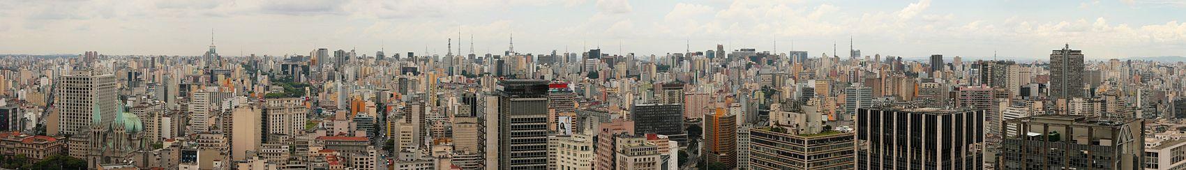 Panorama da Zona Central de São Paulo a partir do edifício Altino Arantes (2006).
