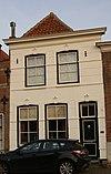 foto van Gepleisterde lijstgevel voor huis van parterre en zolderverdieping