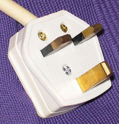 British Plug by Secretlondon [Public Domain]