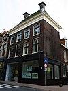 foto van Pand met twee verdiepingen en schilddak