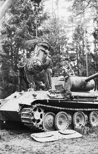 Tanks in the German Army - Repair of the transmission of a Panther