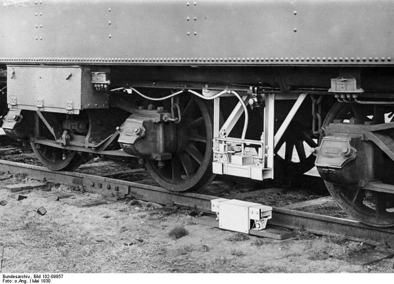 Bundesarchiv Bild 102-09857, Induktive Zugsicherung (Indusi) an D-Zug-Lok