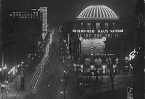 Haus Vaterland - Night view of Haus Vaterland and Stresemannstraße, 1932