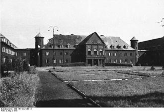 Rembertów - Image: Bundesarchiv Bild 146 1972 066 19, Polnische Kampftruppenschule Rembertow