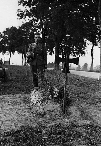 Bestand:Bundesarchiv Bild 183-2008-0415-507, Polen, vor Crone, Soldatengrab.jpg