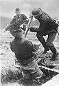 Bundesarchiv Bild 183-B24528, Ausbildung, Grenadier bei Übung mit dem Bajonett.jpg