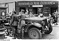 Bundesarchiv Bild 183-L12788, Frankreich, Deutsche Soldaten in Paris.jpg