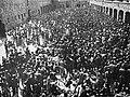 Bundesarchiv Bild 192-207, KZ Mauthausen, Häftlinge bei der Desinfektion.jpg
