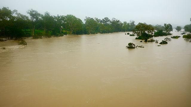 flooding in queensland Queensland: geographical and plains, broken occasionally by low tablelands and ranges and drained by unreliable streams that are prone to extensive flooding.