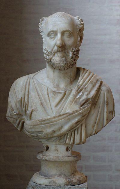 Rimska skulptura je bila originalna i odlikuje se karakternim portretima kao što je ova bista nepoznatog Rimljanina iz Gliptoteke u Münchenu. Mramor visine 64.5 cm.