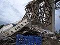 Cận cảnh tai nạn sập cầu Cần Thơ 26-9-2007.jpg