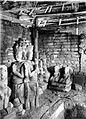 COLLECTIE TROPENMUSEUM Beelden in een tempel te Pedjeng TMnr 10024110.jpg