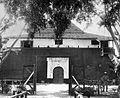 COLLECTIE TROPENMUSEUM Ingang van het Fort Vreedeburg te Makassar TMnr 10002088.jpg