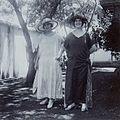 COLLECTIE TROPENMUSEUM Portret van twee vrouwen in de tuin gekleed om naar een matinee te gaan TMnr 60053749.jpg