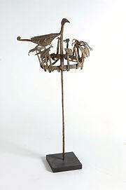 COLLECTIE TROPENMUSEUM Smeedijzeren staf met vogelfiguren gebruikt bij het heiligdom van Ossanyin god van de levenskracht TMnr 3841-1